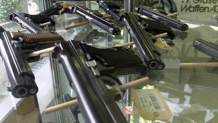 Syrer dürfen in der Schweiz weiter Waffen kaufen, andere Staatsangehörige teilweise nicht.Keystone