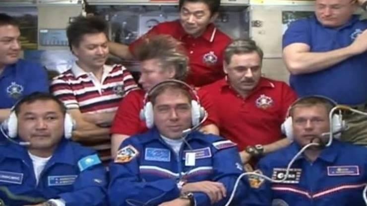 Gruppenfoto im All: Die Besatzung der ISS zählt wieder neun Personen.