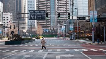 Das Corona-Virus bringt das öffentliche Leben in Städten wie Peking zum Erliegen. (Archiv)