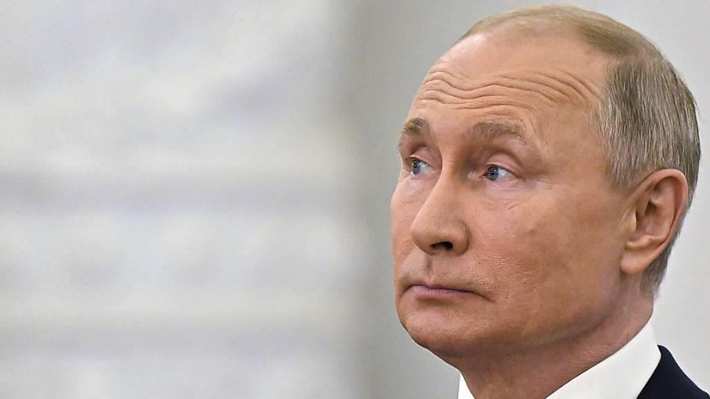 Wladimir Putin, Präsident von Russland, hat ein Gesetz unterzeichnet, das Geschichtsfälschung verhindern soll.