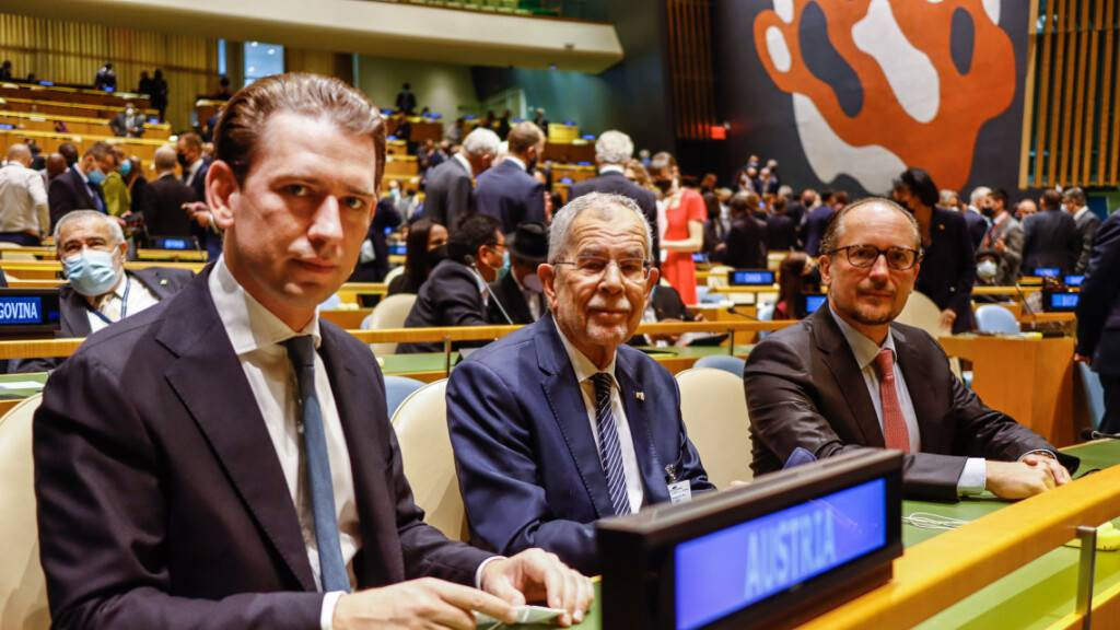 Sebastian Kurz (ÖVP,l-r), Bundeskanzler von Österreich, Alexander Van der Bellen, Bundespräsident von Österreich, und Alexander Schallenberg (ÖVP), Außenminister von Österreich, im Hauptquartier der Vereinten Nationen in New York.