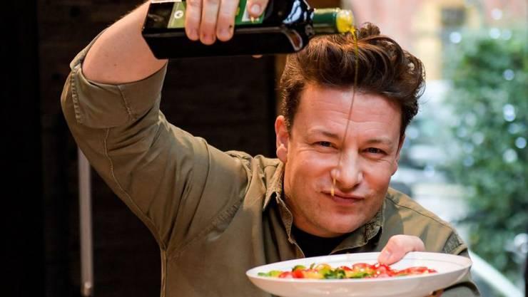 Der britische Koch Jamie Oliver hat sich entschieden gegen den Veganismus ausgesprochen. (Archiv)