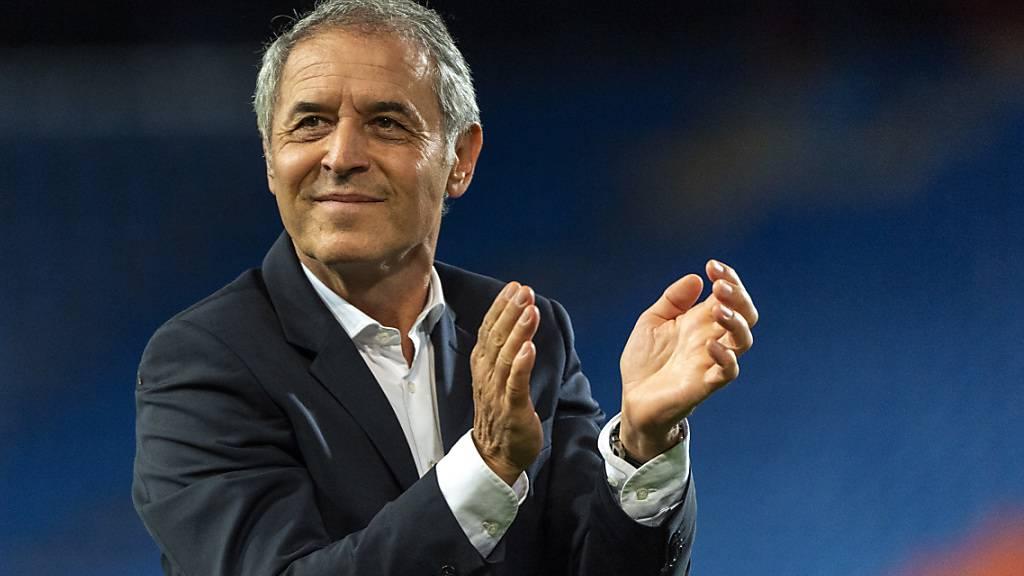 Basels Trainer Marcel Koller spendet seinem Team Applaus: Es qualifizierte sich auf überzeugende Art und Weise erneut für den Cupfinal