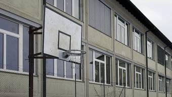 Im Sommer 2013 zog die Regionale Oberstufe von der Bielstrasse in die Allmendstrasse um – direkt neben die Rudolf Steiner Schule Solothurn.