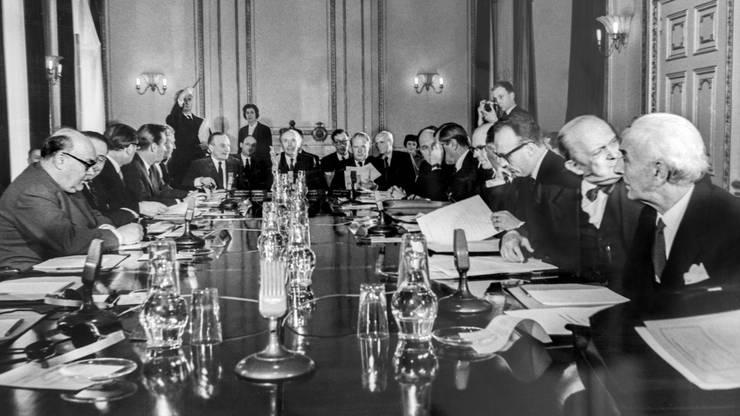 Die Außenminister der EWG-Mitgliedstaaten treffen am 11. April 1962 in London zu Gespraechen mit dem britischen Minister und Europa-Befuerworter Edward Heath zusammen.