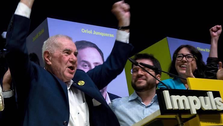 Ernest Maragall von der Republikanischen Linken Kataloniens feiert seinen Sieg bei der Bürgermeisterwahl in Barcelona.