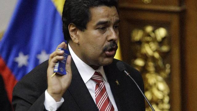 Nicolas Maduro legt den Amtseid ab