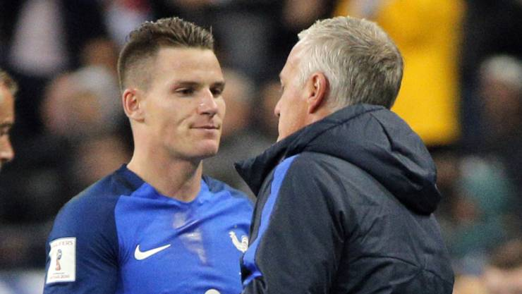 Doppel-Torschütze: Kevin Gameiro nimmt die Gratulation von Coach Didier Deschamps entgegen