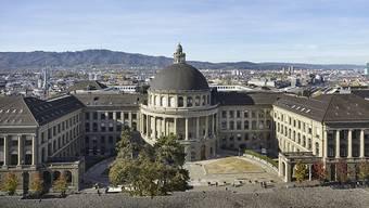 Das Hauptgebäude der ETH Zürich: Die Schweizer Vorzeige-Uni erhält im QS-Hochschulranking ihren Spitzenplatz im internationalen Universitätswettbewerb bestätigt. (Archivbild)