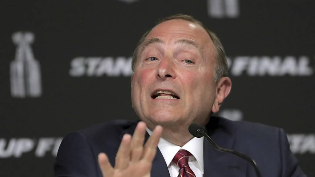 NHL-Chef Gary Bettman gibt bekannt, dass die NHL bei Wiederaufnahme direkt mit den Playoffs beginnen wird