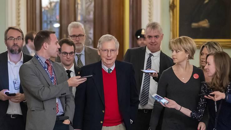 Der republikanische Mehrheitsführer im Senat, Mitch McConnell, teilte mit, dass die Haushaltssperre über Weihnachten fortdauern wird.