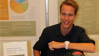 Der 19-jährige Roman Michel präsentiert seine Maturaarbeit im Rahmen von «Schweizer Jugend forscht».lmu