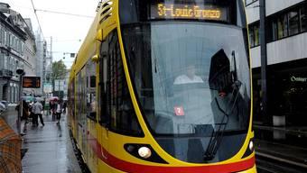 Wenn die BLT-Trams auch den Stadtboden bedienen, hat dies eine komplizierte Abrechnung zur Folge. Kenneth Nars