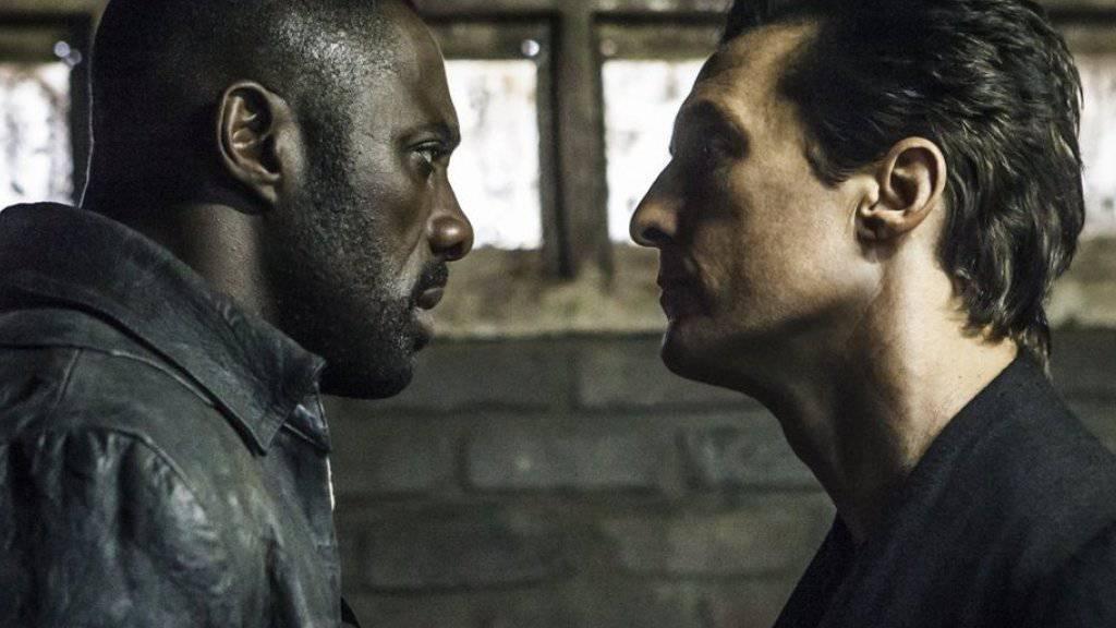 """Idris Elba (l) und Matthew McConaughey in einer Szene des Films """"The Dark Tower"""", der am Wochenende vom 4. bis 6. August 2017 in Nordamerika den ersten Platz der Kinocharts belegte. (Archiv)"""
