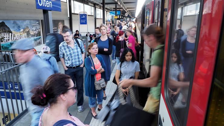 Die Passagiere werden via App, Durchsage und Bildschirme am Bahnhof über die Neuerungen informiert.