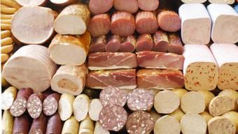 In Deutschland wurde im vergangenen Jahr mehr Schweinefleisch und weniger Geflügelfleisch hergestellt. (Symbolbild)