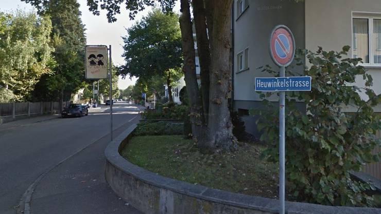 Bei der Verzweigung Baselmattweg/Heuwinkelstrasse stürzte der Mann.