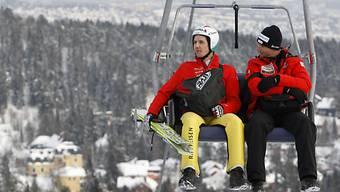 Simon Ammann und sein Trainer Martin Künzle auf dem Weg nach oben.