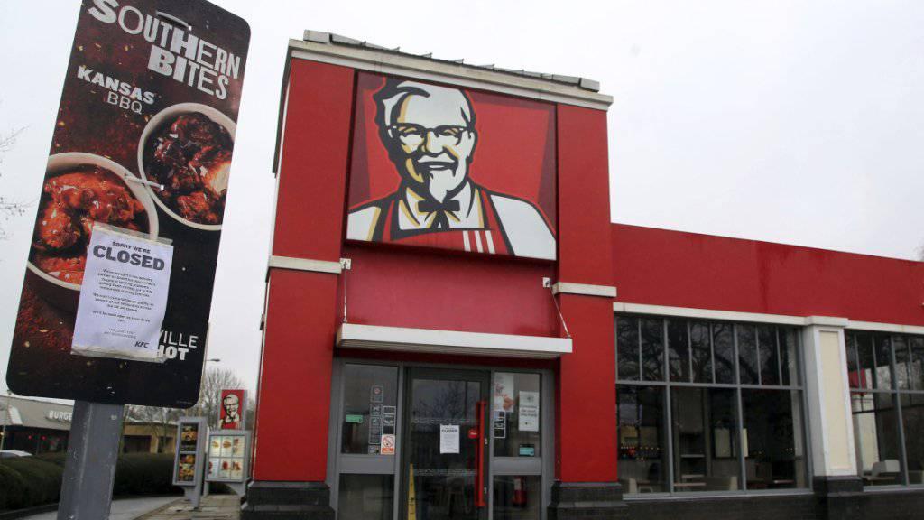 Hunderte Filialen der Fast-Food-Kette KFC bleiben womöglich noch bis Ende der Woche zu - wegen Lieferproblemen.