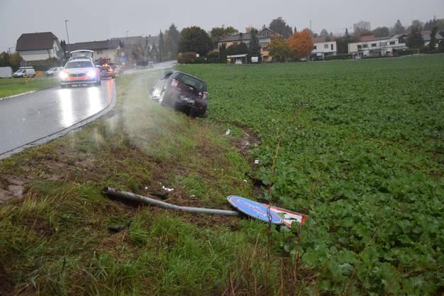Dabei blieb die Lenkerin unverletzt. Die Polizei nahm ihr vor Ort den Führerausweis ab.