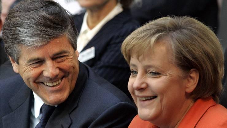 Ein Bild aus besseren Zeiten: Josef «Joe» Ackermann und Angela Merkel. AP/Keystone