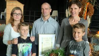Die Siegerfamilie aus Benzenschwil. Larissa und Levin mit den Eltern Thomas und Anita Heggli sowie Andrej (von links). Nicht dabei war Tochter Alexandra, die wegen Krankheit zu Hause bleiben musste.