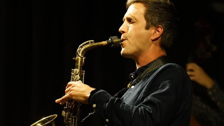 In der Bläser-Section spielte der Aarauer Saxofonist Reto Anneler.