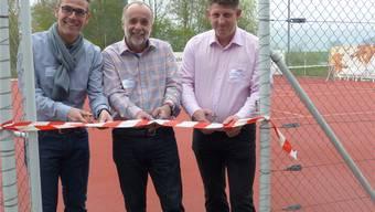 Dirk Knapp, Peter Krüger und Beat Käser (v.l.) durchschnitten das Band. ari