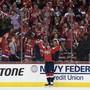 Die Fans von Titelverteidiger Washington Capitals feiern Doppeltorschütze Nicklas Bäckström