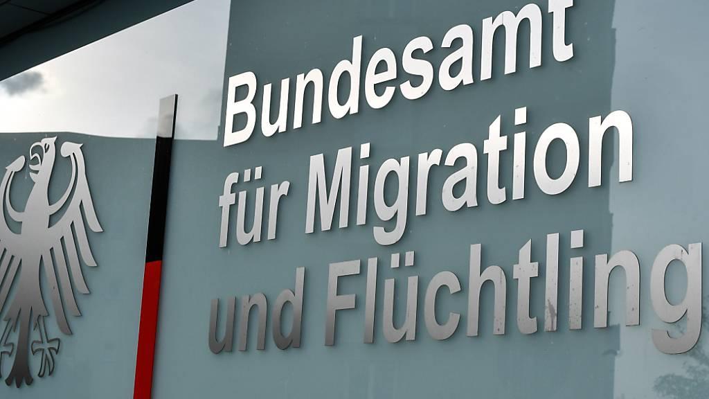 ARCHIV - Das Bundesamt für Migration und Flüchtlinge in Berlin. Foto: Jens Kalaene/dpa-Zentralbild/dpa