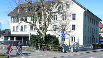 Seetalschulhaus: Eine Sanierung wäre nach Auffassung von Gemeinderat und Schulpflege zu kostenintensiv. Foto: AG