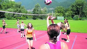 Im polysportiven Lager in Tenero werden dieses Jahr wieder Volleyball und viele andere Sportarten gespielt.
