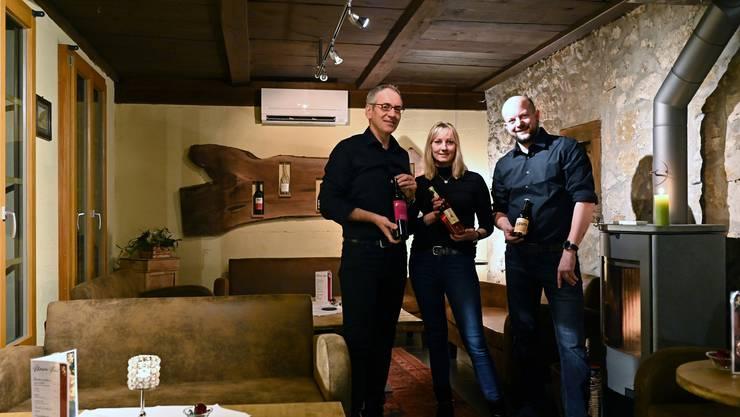 Das Team: Besitzer und administrativen Leiter Dietmar Rohrmann (mit Brille), dem Geschäftsführer Daniel Kaspar und Stefanie Berger (Bar/Service). Auf dem Bild fehlt Susan Willome (ebenfalls Bar/Service)