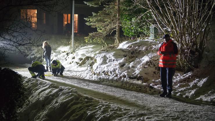 In der Fricktaler Gemeinde Zeiningen erfasste ein Autofahrer am 21. Januar drei auf sogenannten «Füdlibobs» schlittelnde Kinder.