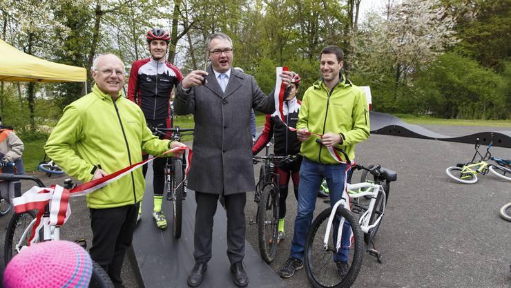 Jürg Schibler, Regierungsrat Remo Ankli und Philipp Heri eröffnen den Track