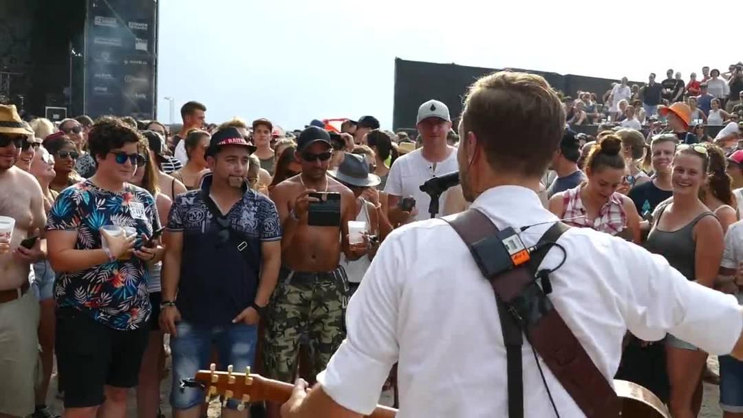 Kunz singt «L.I.E.B.I» mitten im Publikum