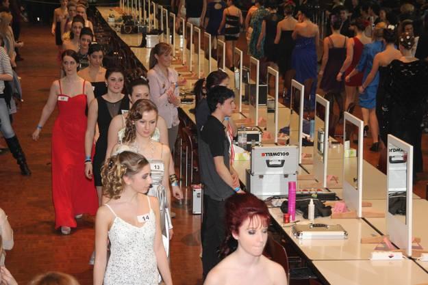Nachdem die Frisuren fertig waren, drehten die Models eine Runde fürs Publikum