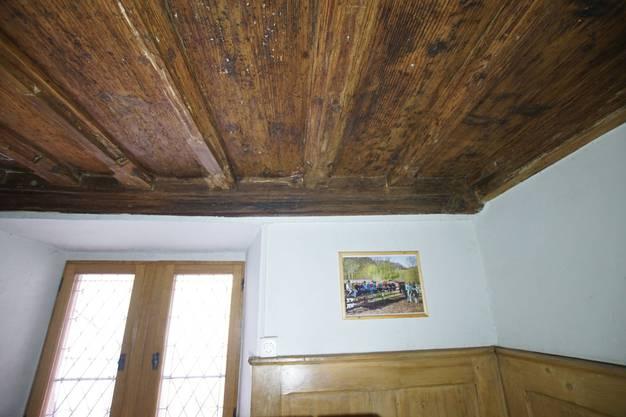 Darin im Torstübli befindet sich die Holzdecke, die älteste bekannte im Baselbiet.