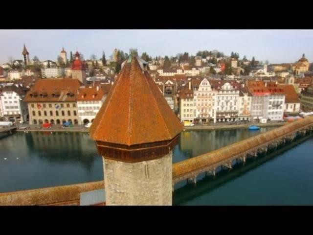 Die Luzerner Kapellbrücke aus der Vogelperspektive.