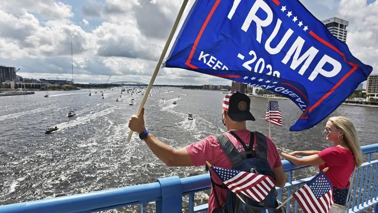 Trump-Fans in Jacksonville, Florida, feierten am Sonntag den 74. Geburtstag des US-Präsidenten.