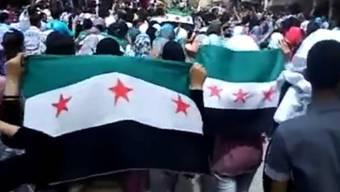 Bild eines Amateurvideos: Demonstration von gestern Donnerstag im syrischen Deir el-Zour