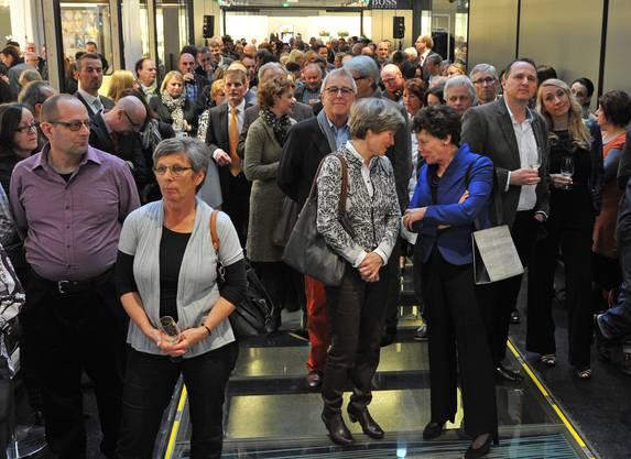 Zahlreiche geladene Gäste erschienen am Pre-Opening