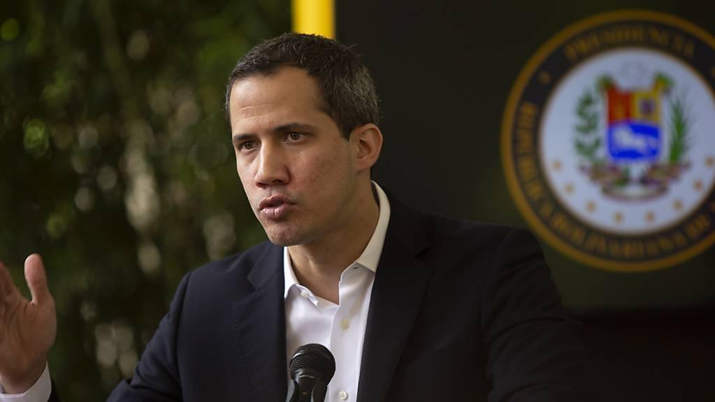 Juan Guaidó, Oppositionsführer, spricht auf einer Pressekonferenz inmitten der Corona-Pandemie.