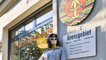 Ostalgie: DDR-Kram vor einem Laden im Berliner Trend-Viertel Prenzlauer Berg.imago