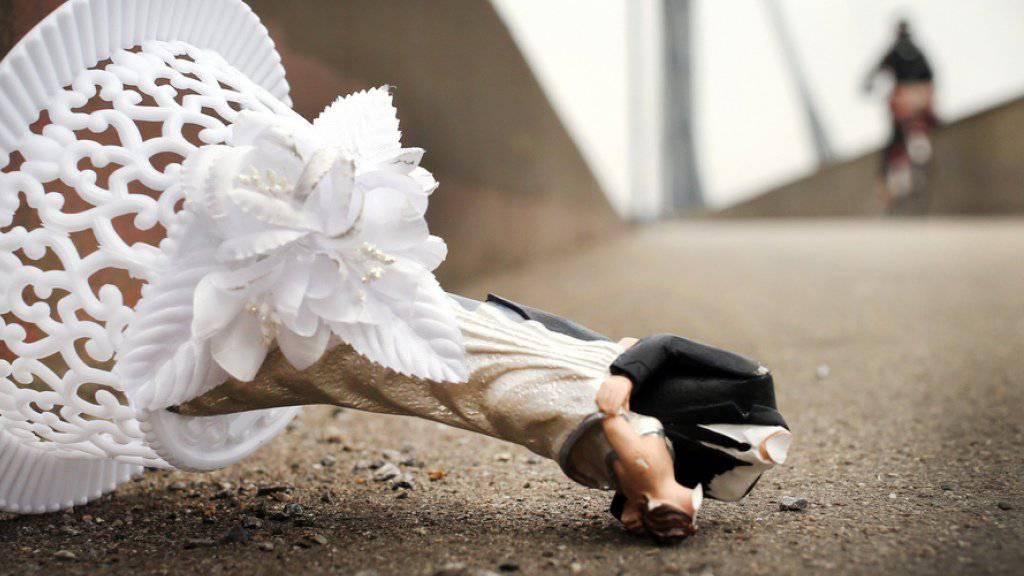 Rest einer Hochzeitsdekoration auf der Strasse - bei einer Scheidung in London muss ein Geschäftsmann umgerechnet 590 Millionen Franken an seine Ex-Frau zahlen. (Symbolbild)