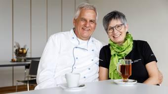 Beat und Beatrice Graf laden zu Kaffee und Tee im Speisesaal des Wallierhofs.