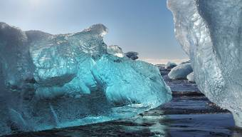 Liesse sich die Erderwärmung bei unter zwei Grad Celsius gegenüber dem vorindustriellen Zeitalter begrenzen, wäre am Ende dieses Jahrhunderts noch gut ein Drittel des heutigen Gletschervolumens übrig, nämlich etwa 37 Kubikkilometer.