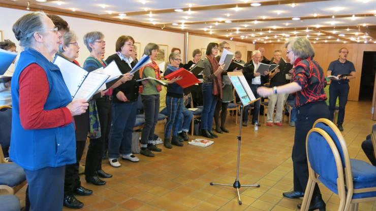 Fleissig geübt wurde Ende Januar am Chorwochenende in Huttwil/BE. Die Konzerte vom 20. und 21. März 2015 unter dem Titel «Über Länder und Meere» finden in der Aula Höchi in Dättwil statt.