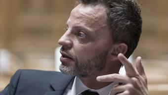Erfolg für Hans-Ueli Vogt (SVP/ZH) im Nationalrat: Die grosse Kammer stimmte seinem Vorschlag zu, für jede neue Regulierung eine alte aufzuheben. (Archivbild)