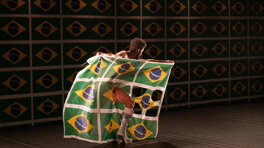 «O Samba do Crioulo Doido» von und mit dem brasilianischen Tänzer Luis de Abreus.